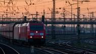 Das Netzwerk der Oberleitungen am Bahnhof Mainz-Bischofsheim