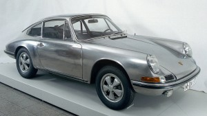 Ein Porsche 911 aus Edelstahl