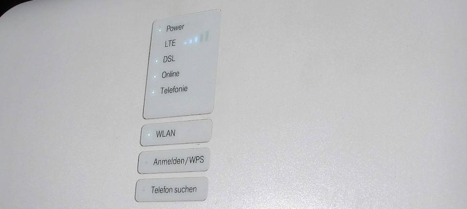 Magenta Hybrid Router
