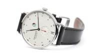 Swinging Metro: Die Uhr ist die erste mit dem Nomos-eigenen Assortiment. Als Besonderheit hat sie zudem eine für Handaufzugskaliber unübliche Gangreserveanzeige