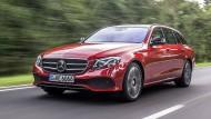 Wer flüchtig hinschaut, hält ihn für dieselbe Kategorie der C-Klasse: Doch es ist die Mercedes-Benz E-Klasse T-Modell