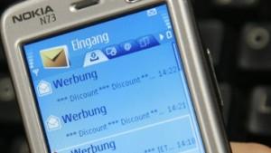 Mobilfunkanbieter müssen Absender von Werbe-SMS nennen