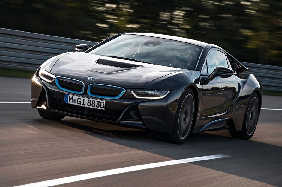 BMW i8 2014 innenraum lenkrad blaue leisten