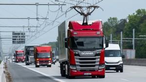 Test mit Oberleitungs-Lastwagen stockt
