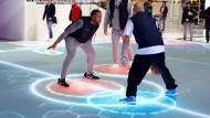 Die LED unter dem Glasboden können ein Spiel begleiten.