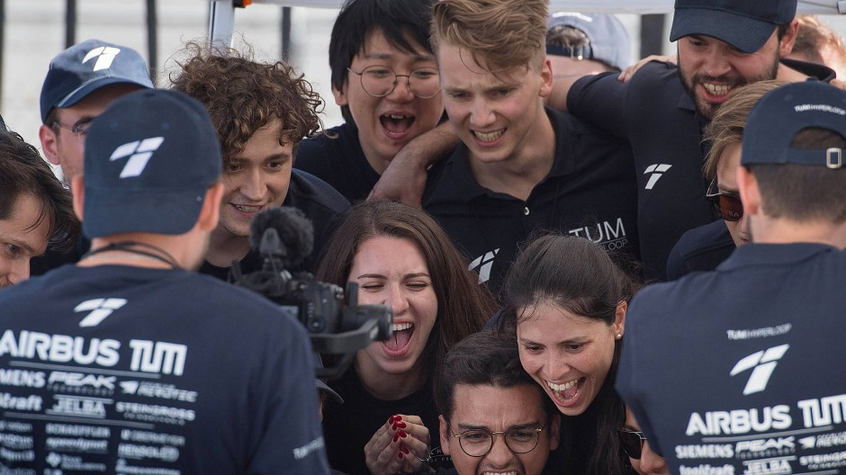 Jubel über Sieg der Nummer vier: Studenten der TU München in Hyperloop-Wettbewerb in Los Angeles