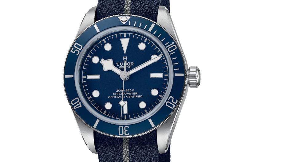 Präzise Zeitangabe der Black Bay Navy Blue für 3060 Euro.