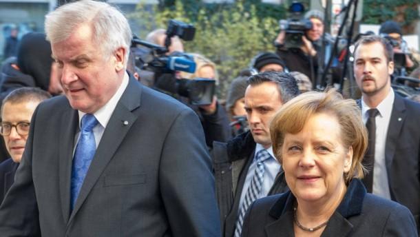 """Koaltionsverhandlung - Kurz vor Abschluß der Verhandlungen für die geplante große Koalition zwischen CDU und SPD treffen sich im Berliner Willy-Brandt-Haus hochrangige Parteivertreter in einer """"kleinen Runde""""."""