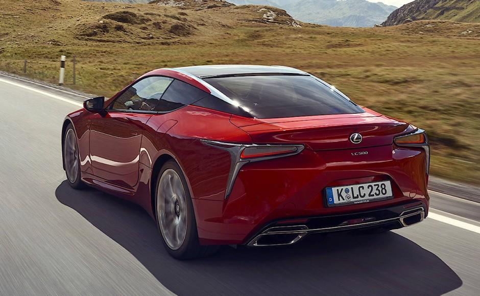 Lexus offeriert diesen GT auch als LC 500 mit saugendem V8-Superbenziner, 5 Litern Hubraum, 477 PS und 540 Nm Drehmoment.