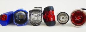 Drei kompakte Fahrradbeleuchtungen von Trelock, Busch und Müller sowie Sigma (von links), die sich im Detail deutlich unterscheiden