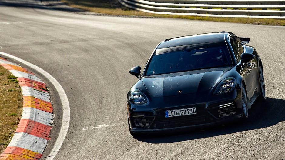 Porsche Panamera mit spezieller Abstimmung zur Entlarvung amerikanischer Konkurrenz.
