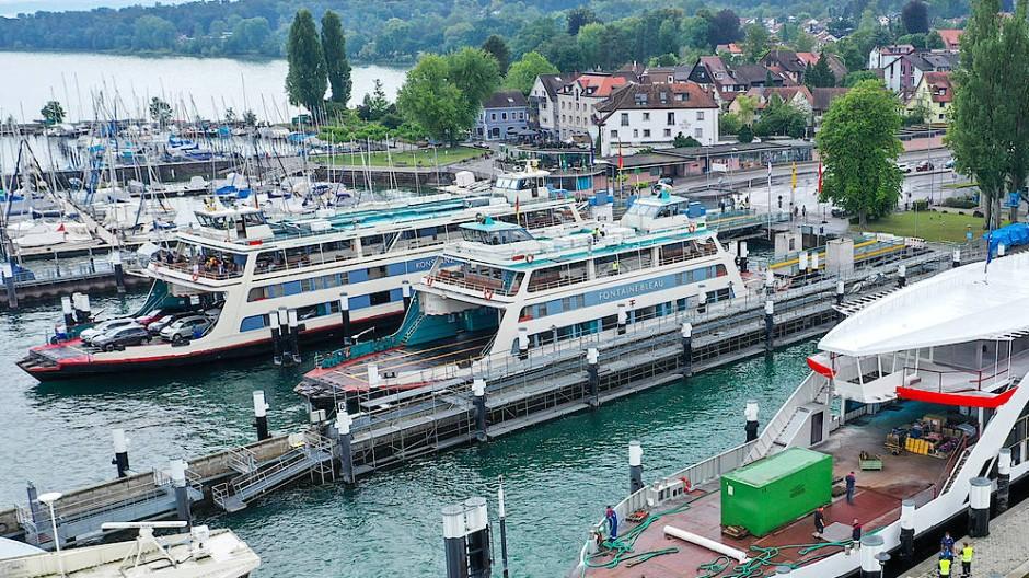 Über den Bodensee fahren täglich zahlreiche Passagierschiffe und Fähren.