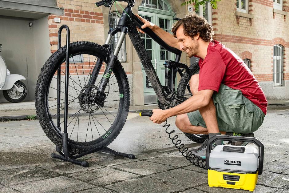 Er hat mit 28 ×24 ×20 Zentimeter etwa die Maße eines kleinen Werkzeugkoffers, wiegt aber nur 2,4 Kilo.