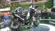 Schräglagenfreiheit, wie Kawasaki sie definiert: Die Ninja H2 soll trotz Drosselung des Kompressormotors auf 200 PS beschleunigen wie keine zuvor