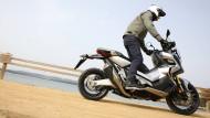Auch stehend zu fahren: Honda X-ADV
