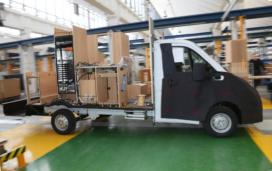 bilderstrecke zu transporter ducato so entsteht ein wohnmobil bild 9 von 10 faz. Black Bedroom Furniture Sets. Home Design Ideas
