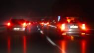 Nachts auf der Autobahn: Für die einen ist es der entstehende Stau. Die anderen sehen mit jedem Bremslicht die Möglichkeit, Energie zurückzugewinnen. Dafür braucht man die 48-Volt-Technik.