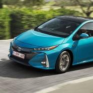 Dachladen: Der Prius Plug-in-Hybrid sucht die Sonne.