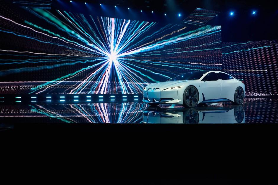 Mit der Studie BMW i Vision Dynamics zeigt BMW die Zukunft der i–Reihe auf.