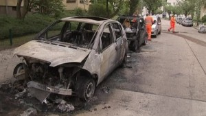 Merkel besorgt über brennende Autos in Berlin