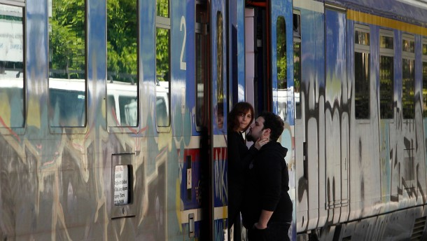Ein Zug im Hauptbahnhof Athens: Griechenland will tausende Beamte entlassen - auch bei der staatlichen Eisenbahn