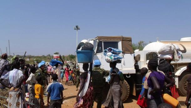 Ausländer verlassen Südsudan wegen blutiger Unruhen