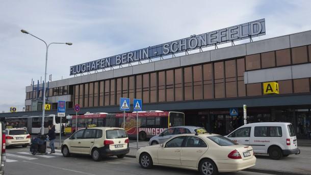 Hunderte Flüge fallen aus in Berlin