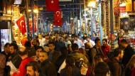 Dichtes Gedrängel Tag für Tag - auf dem Großen Basar in Istanbul gibt es (fast) alles.