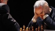 Waren nicht nur Gegner: Weltmeister Garri Kasparow trat mit seinem Dauerrivalen Anatoli Karpow (Bild von 2009) während Olympia gemeinsam für die Sowjetunion an.