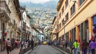 Straßenszene in der Altstadt der ecuadorianischen Hauptstadt Quito.