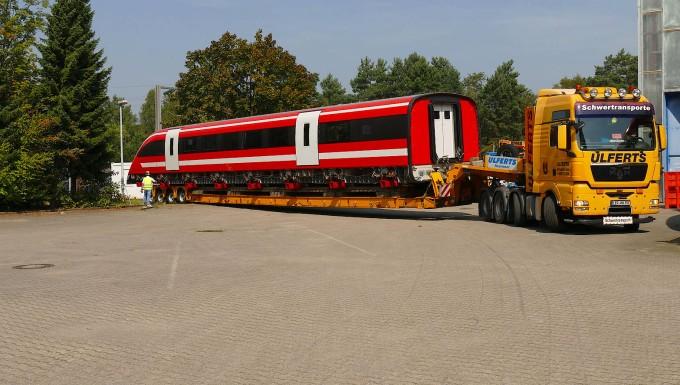 Drei je 25 Meter lange Teilsektionen des Magnetschwebezuges wurden vom&#13&#10Gelände der ehemaligen Versuchsanlage nach Nortrup transportiert.