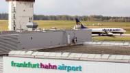 Der Flughafen Frankfurt-Hahn steht zum Verkauf.
