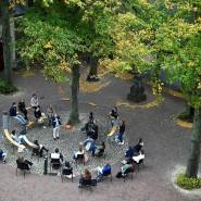 Studierende der Roosevelt Academy in den Niederlanden kommen wieder in den Präsenzunterricht.
