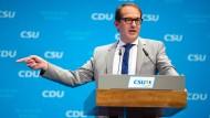 """""""Wir stehen an einer Weggabelung, ob wir Innovationsgesellschaft bleiben oder Stagnationsgesellschaft werden"""", sagte Bundesverkehrsminister Alexander Dobrindt (CSU)."""