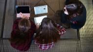 Tabelt statt Papier: Lernen Schüler so besser?