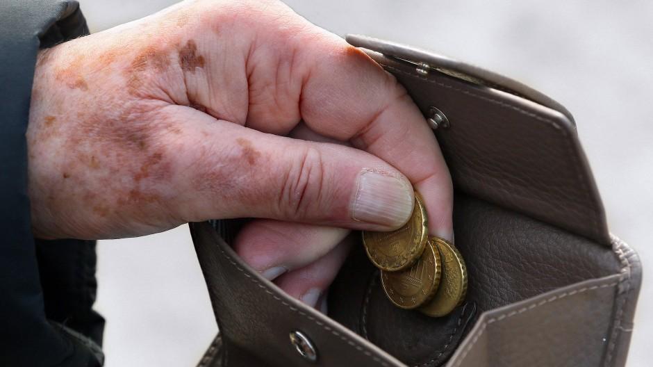 Von Armut betroffen ist, wer weniger als 60 Prozent des durchschnittlichen Einkommens zur Verfügung hat.