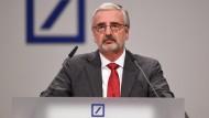 Paul Achleitner, Aufsichtsratschef von der Deutschen Bank, wird trotz Krise schätzungsweise 800.000 Euro in diesem Jahr bekommen.