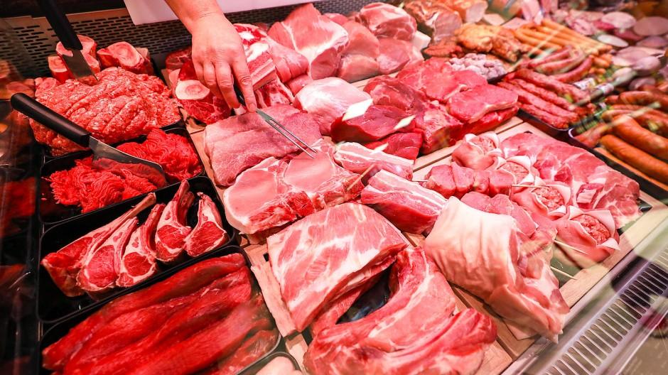 Fleischtheke in einem Supermarkt