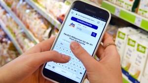 Drogeriemarktkette dm stattet Mitarbeiter mit Smartphones aus