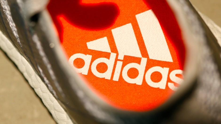 Adidas-Sportschuhe bleiben beliebt - der Aktienkurs steigt so hoch wie noch nie.