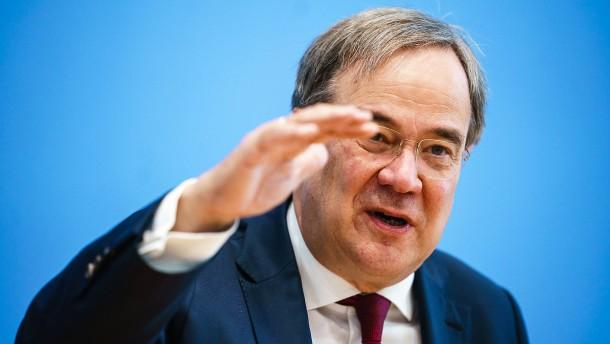 """Laschet fordert """"Belastungsmoratorium"""" für die Wirtschaft"""