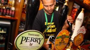 Mehrheit der Briten hält Bier im Pub für unerschwinglich