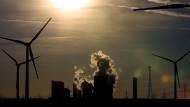 Windräder werden immer wichtiger - aber auch die Kohle wird weiter gebraucht. Zumindest erst einmal.