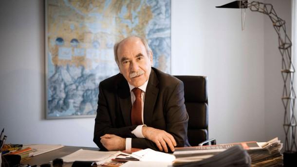Ivo Gönner - der Oberbürgermeister von  Ulm, der jetzt neuer Präsident des Verbands kommunaler Unternehmen (VKU) werden soll, stellt sich den Fragen von Andreas Mihm