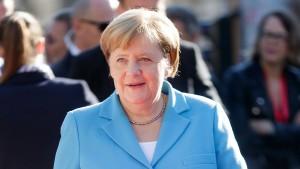 Merkel will Streit um Diesel-Nachrüstungen bis Ende September beilegen