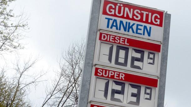 Wie die Ölindustrie auf Kosten der Autofahrer verdient
