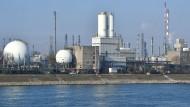 Chemiekonzern BASF verspricht Eigentümern mehr Geld