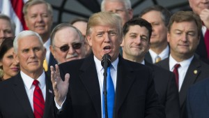 Trump wartet mit Unterzeichnung auf Zwischenhaushalt