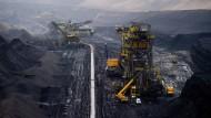 Noch fördern die Schaufelbagger im Tagebau von Welzow die Braunkohle. In mehreren Schritten wird der Betrieb eingestellt – und damit auch Arbeitsplätze abgebaut.