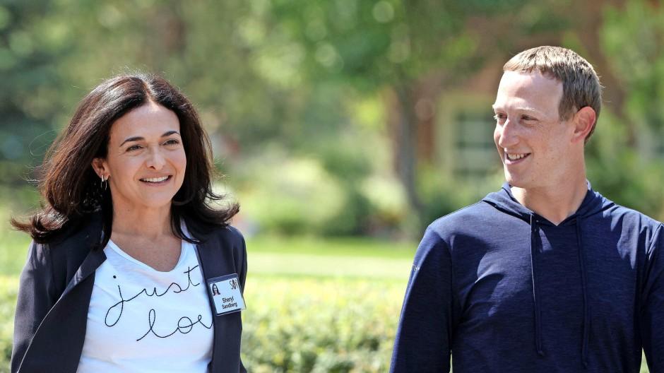 Zwar nicht die Probleme, doch die Bilanzen haben sie im Griff: Mark Zuckerberg und Sheryl Sandberg Anfang Juli in Sun Valley.